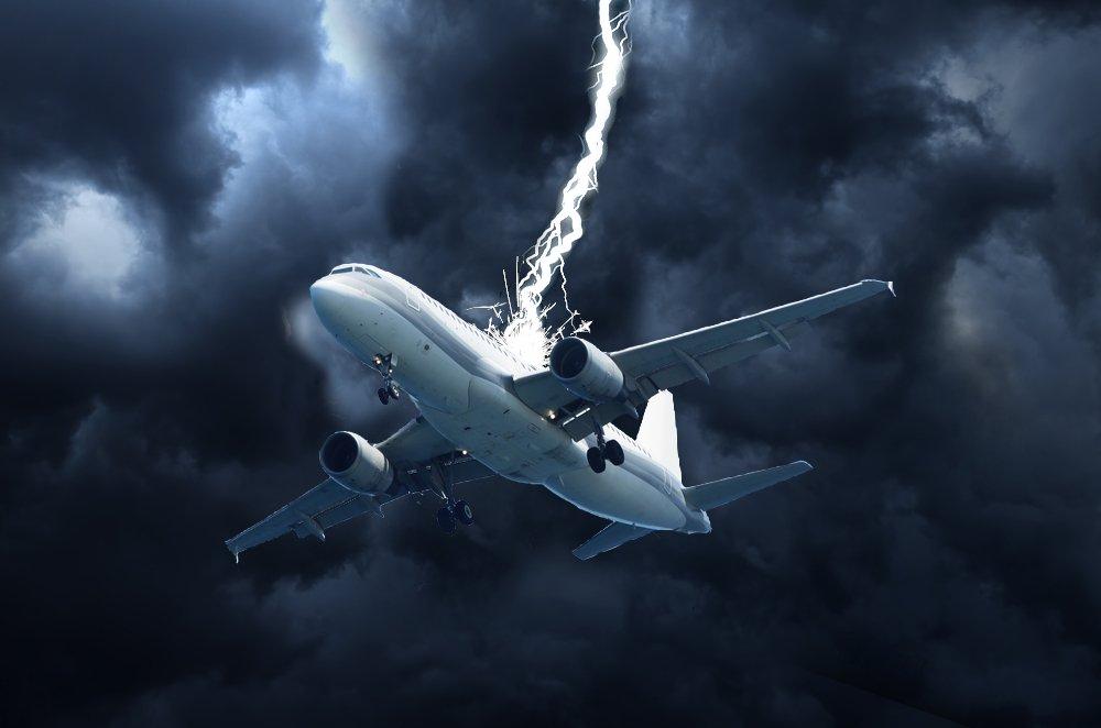 impacto de rayo en avión
