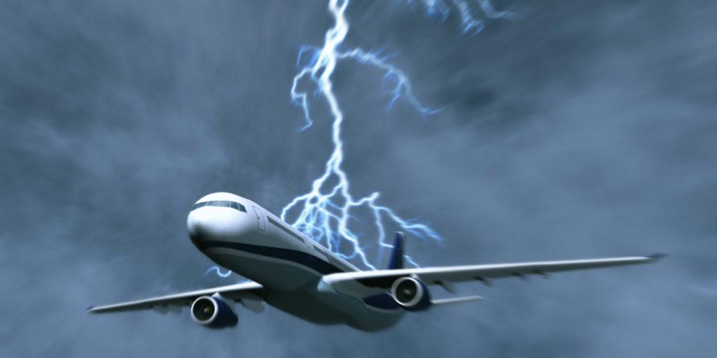 rayo alcanza avión